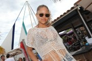 Кэт Дэлуна, фото 335. Kat DeLuna at a bar in France 25/07/'11, foto 335