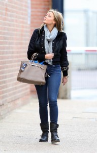 Холли Вэлэнс, фото 805. Holly Valance - Tight Jeans - Dance Studios in London 20-10-2011, foto 805