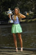 Виктория Азаренко, фото 201. Victoria Azarenka Posing with the Australian Open Trophy along the Yarra River in Melbourne - 29.01.2012, foto 201