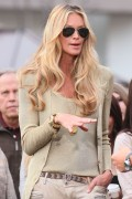 Эль Макферсон, фото 1072. Elle MacPherson at The Grove to appear on the programme 'Extra', february 20, foto 1072