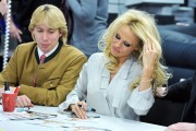 Памела Андерсон, фото 4976. Pamela Anderson signs autographs at Lugner City in Vienna, Austria, March 5, foto 4976