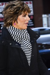 Лиза Ринна, фото 860. Lisa Rinna - 'Today' show in NYC (March 6), foto 860