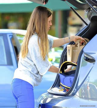 Hilary Swank - Candids out Shopping in Los Angeles | Jeans, Ass | April 29, 2012 | 15x MQ